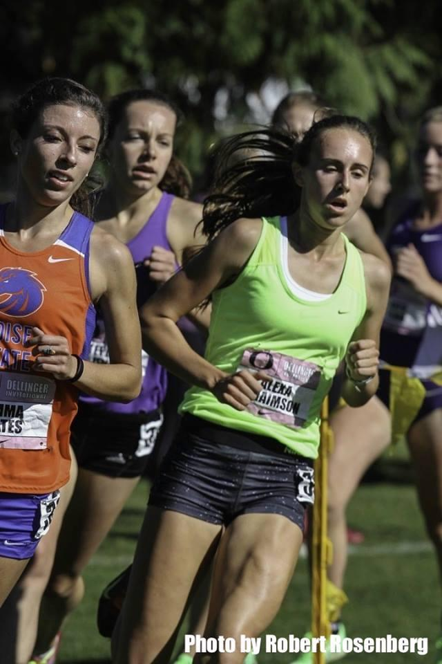 Alexa Efraimson near the front of the pack at the Bill Dellinger Invitational in Eugene (Robert Rosenberg photo)