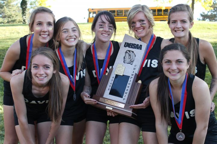US#1 Davis girls pose with their state championship trophy. (Corbin Talley photo)
