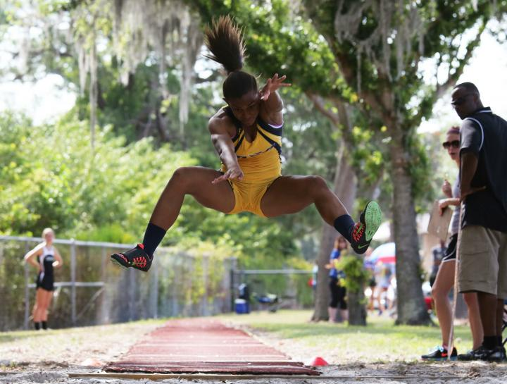 DyeStat com - News - Florida Female Athletes Take Aim at New Balance