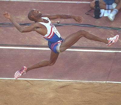 news mike powell wants to coach athlete to break his long jump world record. Black Bedroom Furniture Sets. Home Design Ideas